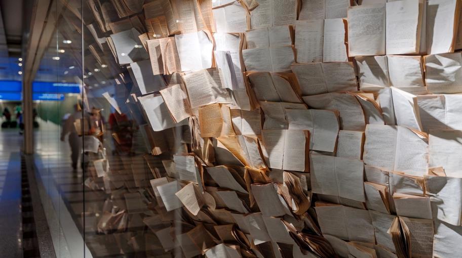 أدباء ونقاد عرب: سمة الكتابة التجريبية المعاصرة الانفتاح واللاتجنيس